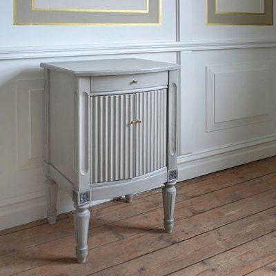 Gustavianskt sängbord: Sturehof No: 10062