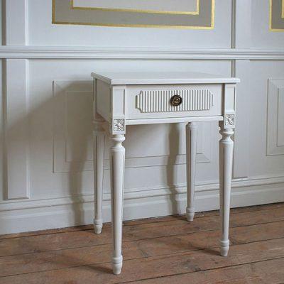 Gustavianskt sängbord: Sturehof No: 10083