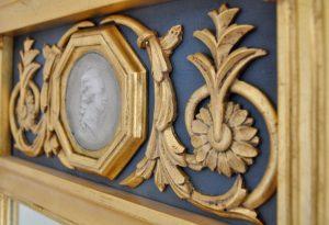 Gustaviansk spegel.